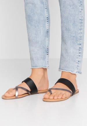 FANTASY TOELOOP MULE - Sandály s odděleným palcem - pewter