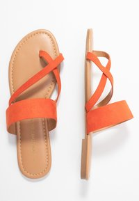 Dorothy Perkins - FANTASY TOELOOP MULE - Sandály s odděleným palcem - orange - 3