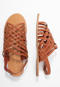 Dorothy Perkins - FISHER WOVEN SLIDE - Sandaler - tan - 3