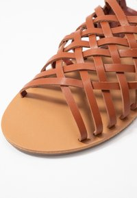 Dorothy Perkins - FISHER WOVEN SLIDE - Sandaler - tan - 2