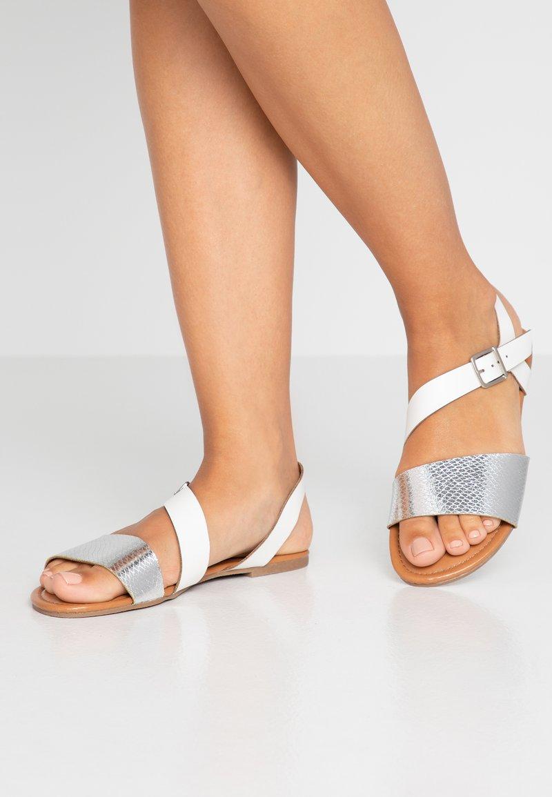 Dorothy Perkins - FLORRIE ASYMETTRIC FLAT - Sandaler - silver