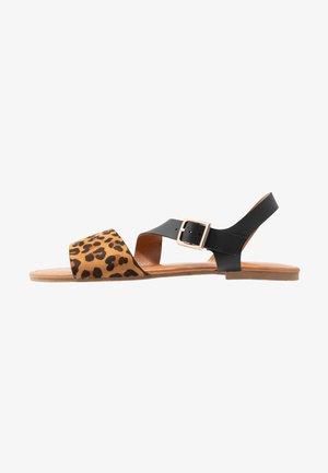 FLORRIE ASYMETTRIC FLAT - Sandales - black