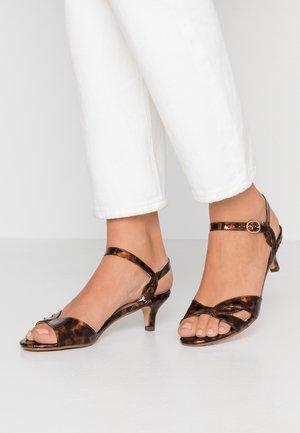 SUNRAY TWIST LOW HEEL - Sandals - brown