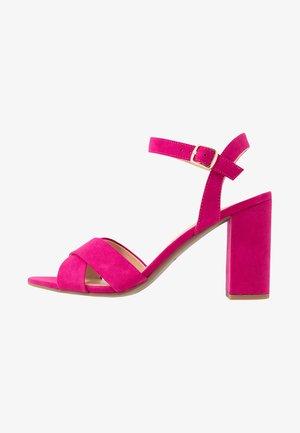 SERENA UPDATE - Korolliset sandaalit - bright pink