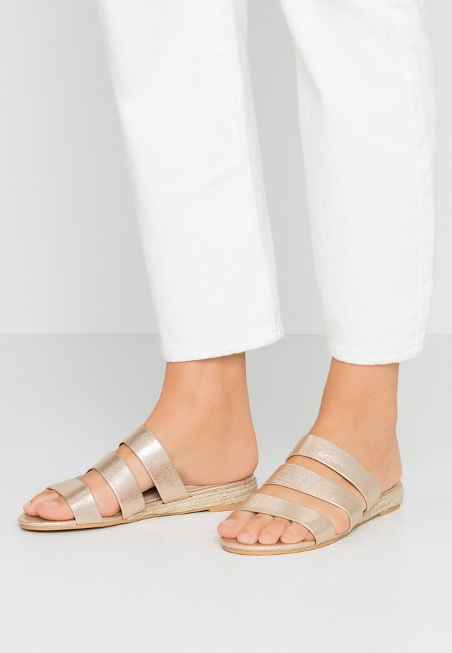 FOREVER  - Mules - gold metallic