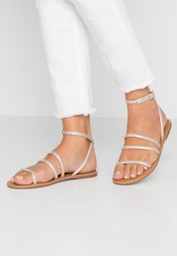 Dorothy Perkins - TUBULAR - Sandals - gold metallic - 0