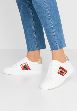 ICARUS METALLIC SIDE PANEL LACE UP TRAINER - Sneakers - white