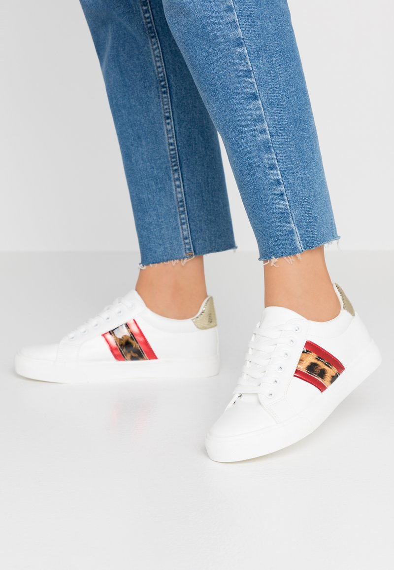 Dorothy Perkins - ICARUS METALLIC SIDE PANEL LACE UP TRAINER - Zapatillas - white