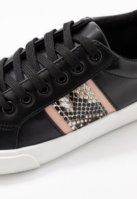 Dorothy Perkins - ICARUS METALLIC SIDE PANEL LACE UP TRAINER - Sneakers - black - 2