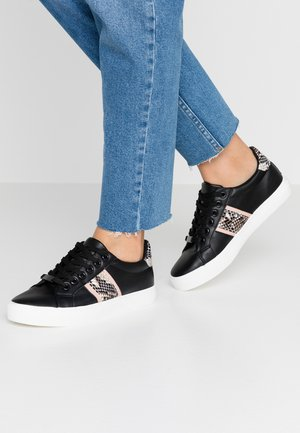 ICARUS METALLIC SIDE PANEL LACE UP TRAINER - Sneakers basse - black