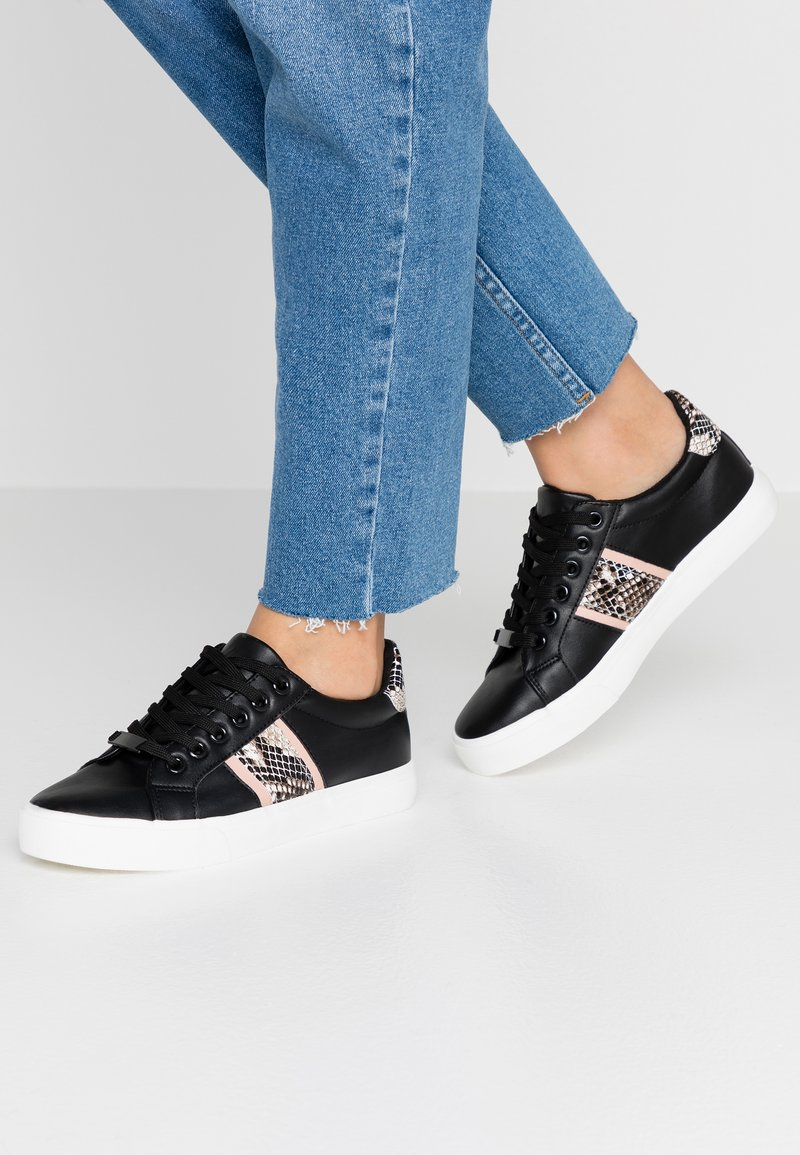 Dorothy Perkins - ICARUS METALLIC SIDE PANEL LACE UP TRAINER - Tenisky - black
