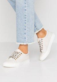 Dorothy Perkins - ILLIASI TRAINER - Sneaker low - white - 0