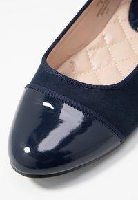Dorothy Perkins - PARIS TOE CAP - Ballerina - navy - 2