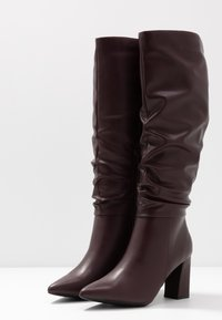 Dorothy Perkins - KHLOE POINT RUCHE LONG PULL ON - Boots med høye hæler - burg - 4
