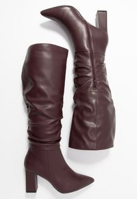 Dorothy Perkins - KHLOE POINT RUCHE LONG PULL ON - Boots med høye hæler - burg - 3