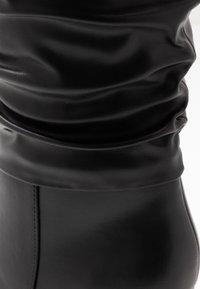 Dorothy Perkins - KHLOE POINT RUCHE LONG PULL ON - Boots med høye hæler - black - 2