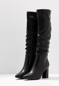 Dorothy Perkins - KHLOE POINT RUCHE LONG PULL ON - Boots med høye hæler - black - 4