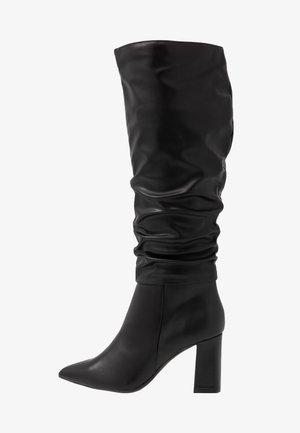 KHLOE POINT RUCHE LONG PULL ON - Boots med høye hæler - black