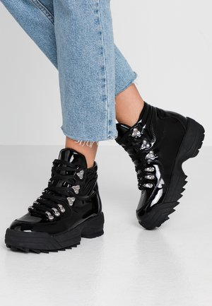 IGGY HIKER HIGH TOP TRAINER - Ankelboots - black