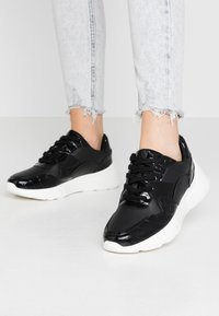 Dorothy Perkins - ISAAC CHUNKY LACE UP TRAINER - Zapatillas - black - 0