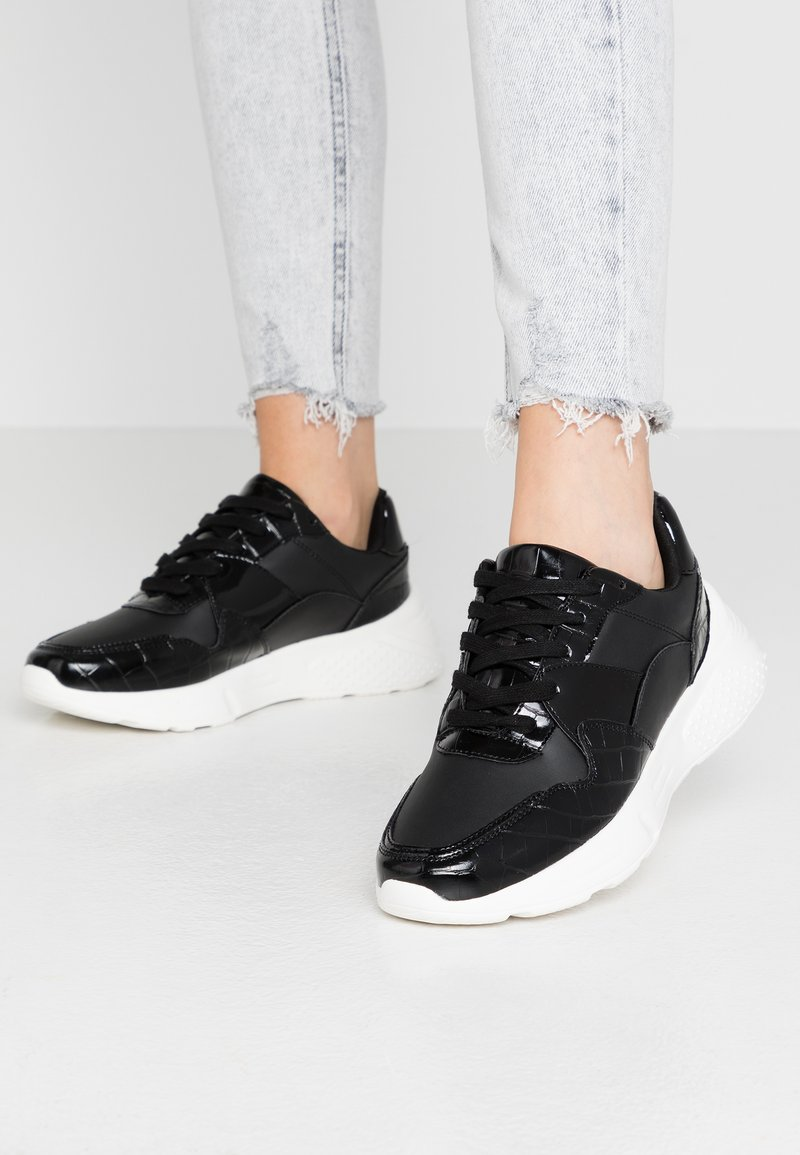 Dorothy Perkins - ISAAC CHUNKY LACE UP TRAINER - Zapatillas - black