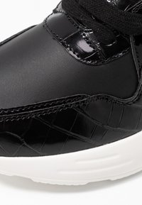 Dorothy Perkins - ISAAC CHUNKY LACE UP TRAINER - Zapatillas - black - 2