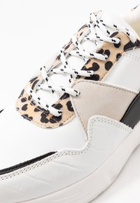 Dorothy Perkins - ISAAC CHUNKY LACE UP TRAINER - Matalavartiset tennarit - multicolor - 2