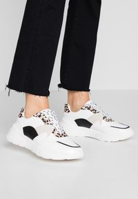 Dorothy Perkins - ISAAC CHUNKY LACE UP TRAINER - Matalavartiset tennarit - multicolor - 0