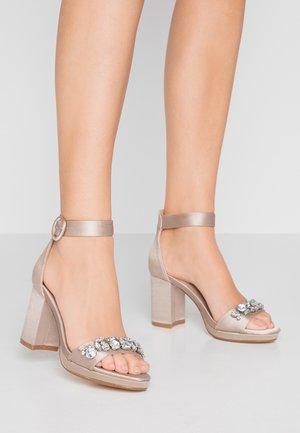 SENSE TRIM PLATFORM - Sandals - oyster