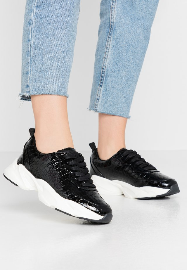 LOLA SKYE LINCON CHUNKY LACE UP TRAINER - Sneakers - black
