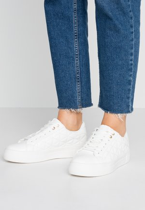 LOLA SKYE LIZZIE LACE UP QUILTED TRAINER - Trainers - white