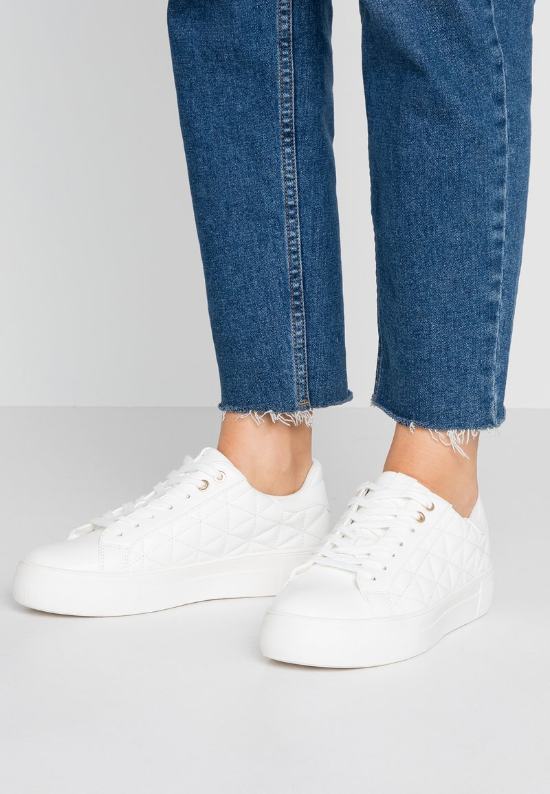 Dorothy Perkins - LOLA SKYE LIZZIE LACE UP QUILTED TRAINER - Tenisky - white