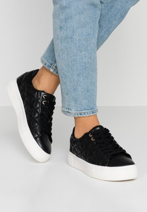 LOLA SKYE LIZZIE LACE UP QUILTED TRAINER - Baskets basses - black