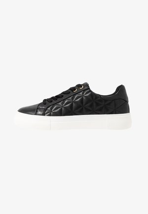 LOLA SKYE LIZZIE LACE UP QUILTED TRAINER - Sneakers laag - black