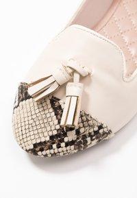 Dorothy Perkins - PALMA  - Scarpe senza lacci - cream - 2
