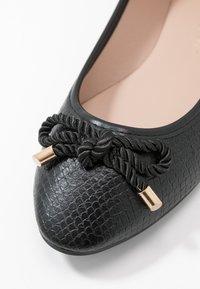 Dorothy Perkins - PRISCILLA REPTILE - Ballet pumps - black - 2