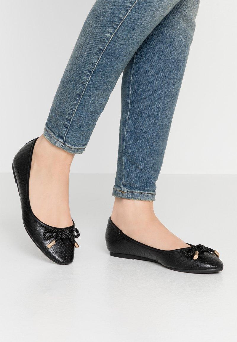 Dorothy Perkins - PRISCILLA REPTILE - Ballet pumps - black