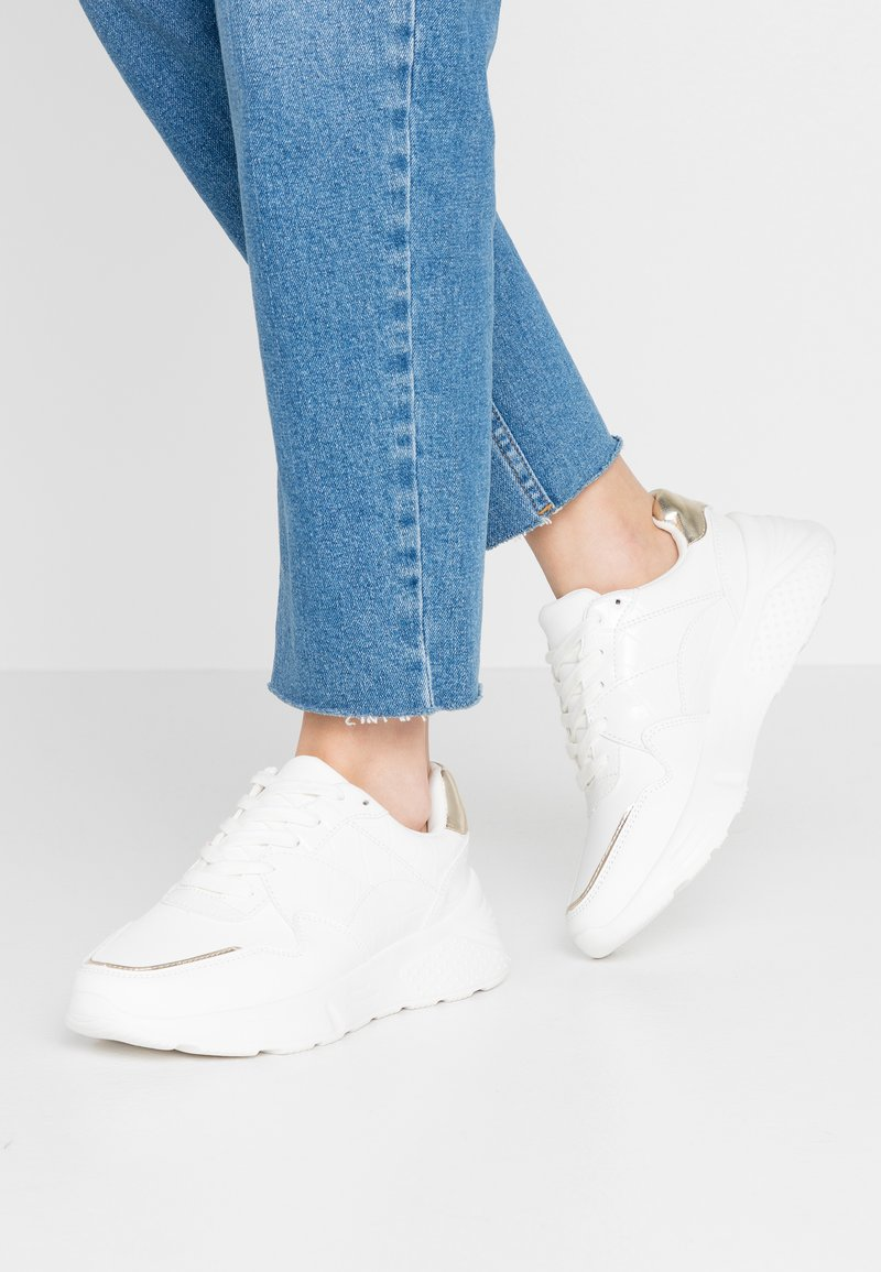 Dorothy Perkins - ISAAC CHUNKY TRAINER - Sneakers - white