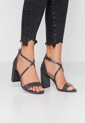 SELLY LIZARD - Sandalias de tacón - grey