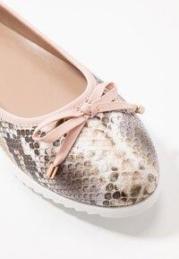 Dorothy Perkins - PERKS PERFORATED  - Ballet pumps - blush - 2