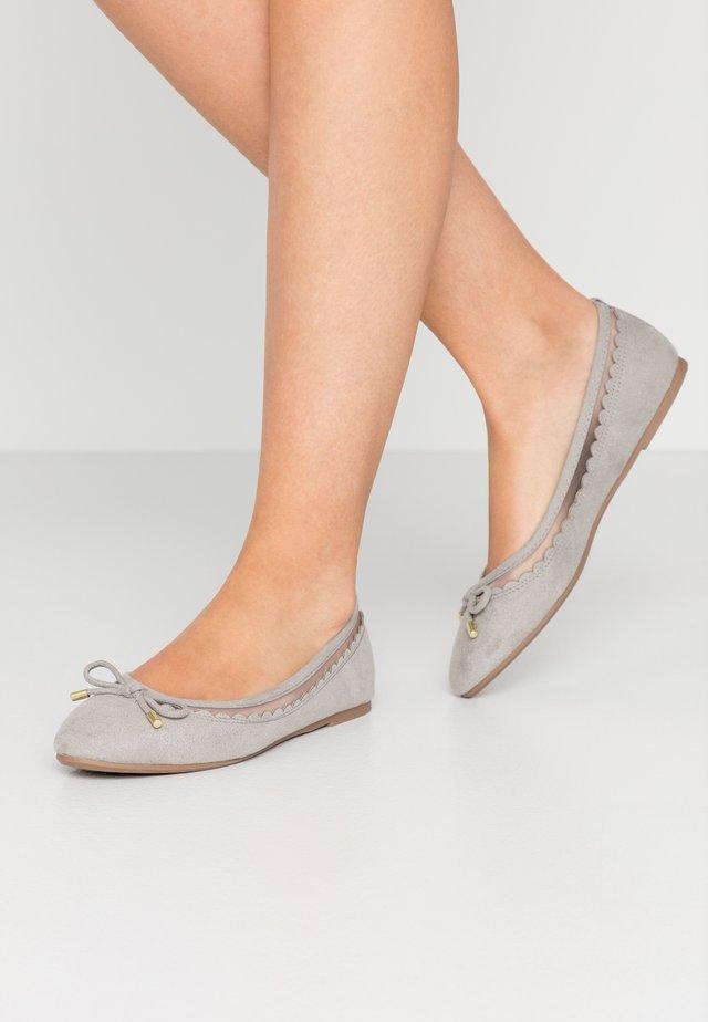 PIPPA SCALLOP ROUND TOE  - Ballet pumps - grey