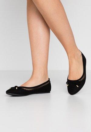 PIPPA SCALLOP ROUND TOE  - Baleriny - black