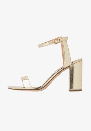 SHIMMER BLOCK HEEL - Sandaler med høye hæler - gold
