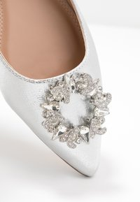 Dorothy Perkins - PARLOUR POINTED TRIM  - Ballet pumps - silver - 2