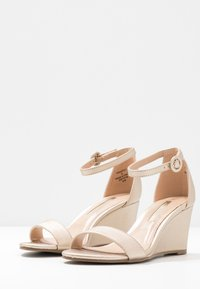 Dorothy Perkins - RAMONA SINGLE SOLE WEDGE - Wedge sandals - gold - 4