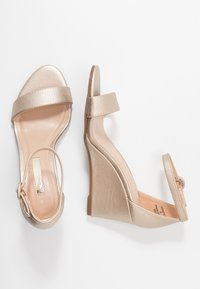 Dorothy Perkins - RAMONA SINGLE SOLE WEDGE - Wedge sandals - gold - 3
