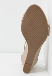 Dorothy Perkins - RAMONA SINGLE SOLE WEDGE - Wedge sandals - gold - 6