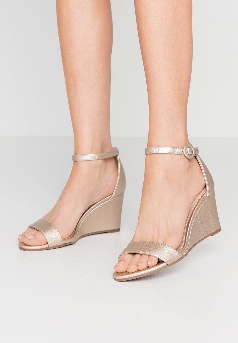 Dorothy Perkins - RAMONA SINGLE SOLE WEDGE - Wedge sandals - gold