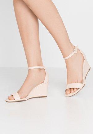 RAMONA SINGLE SOLE WEDGE - Wedge sandals - nude