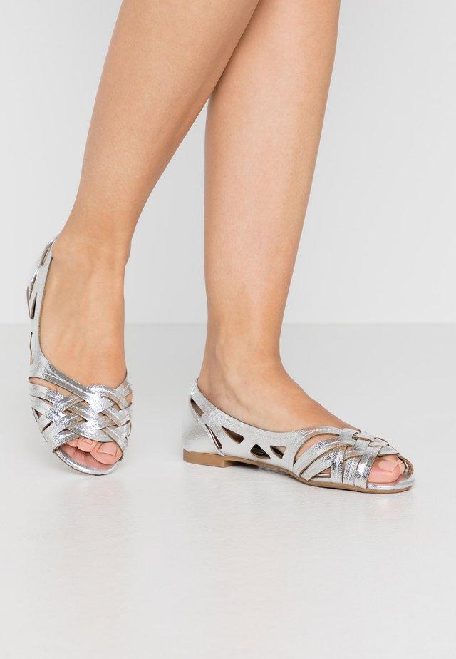 PEARLENE  - Ballerinaskor med peeptoe - silver